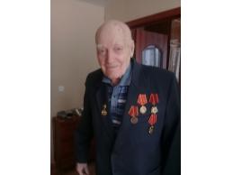 Знак 100 лет Профсоюзу вручен ветерану Колчину В.И. ,